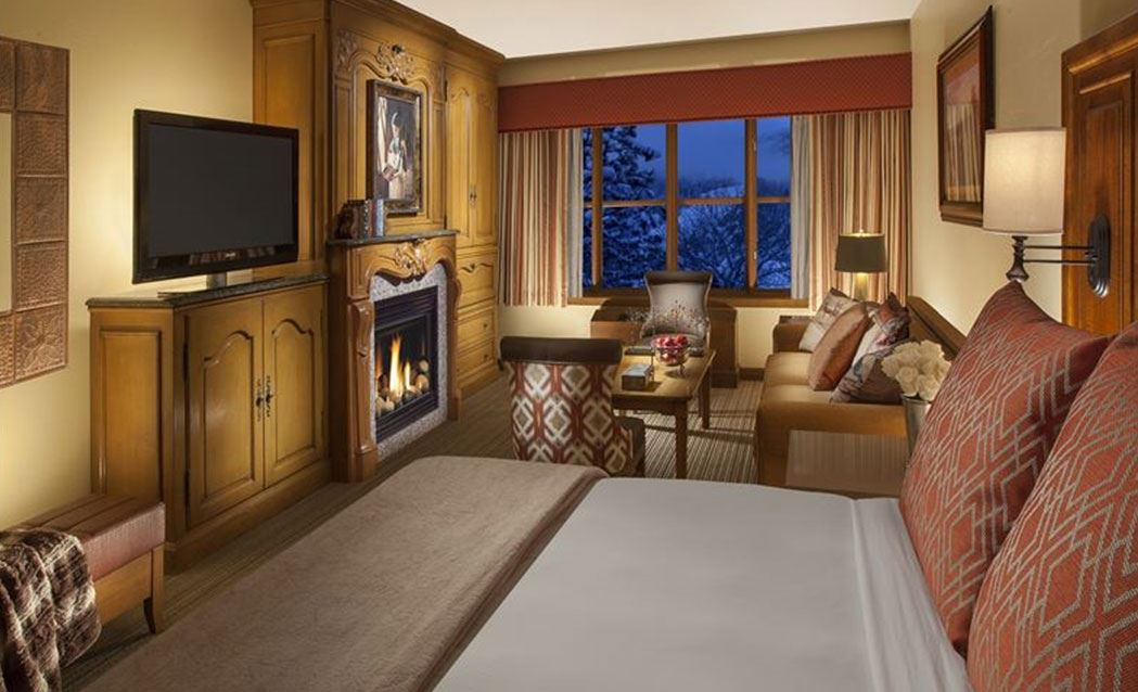 Snake River Lodge & Spa - Premium King with Sleeper Sofa and Fireplace